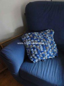 005 Polštář bambulkový modrý